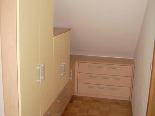 Vgradne garderobne omare po meri za spalnico